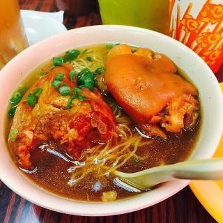 南乳豬手麵 - ใน深水埗 จากร้าน新香園 (堅記) (深水埗)|ฮ่องกง