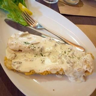 Mushroom Fish Fillet -  dari Livestock Restaurant and Bar (Tomas Morato) di Tomas Morato  Metro Manila