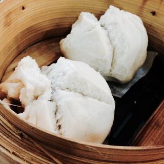 Steamed Pork Buns -  dari Lucky Noodles (Parañaque) di   Metro Manila