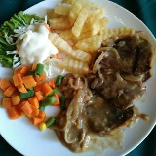 Steak lidah with mushroom sauce -  dari Roemah Nenek Resto Cafe (Surapati) di Surapati |Bandung