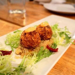 蟹肉與藜麥沙拉 -  dari Osteria by Angie 光復店 (大安區) di 大安區 |Taipei