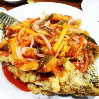 Gurame Asam Manis - ในPluit จากร้านSeafood Tradizionale (Pluit)|Jakarta