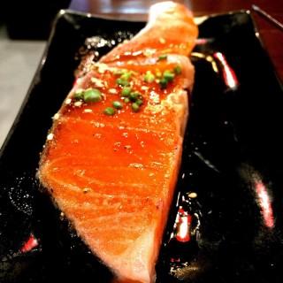 ปลาแซลมอน -   / Guru Gyuu Yakiniku (สามเสนใน) กรุงเทพและปริมลฑล