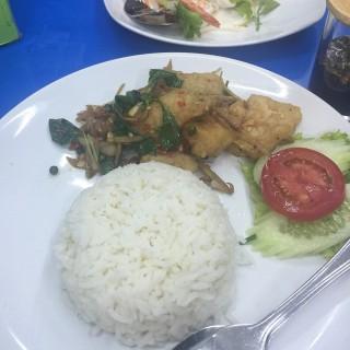 ข้าวปลาผัดฉ่า -  dari อารีย์ดัง 1 (สามเสนใน) di สามเสนใน |Bangkok
