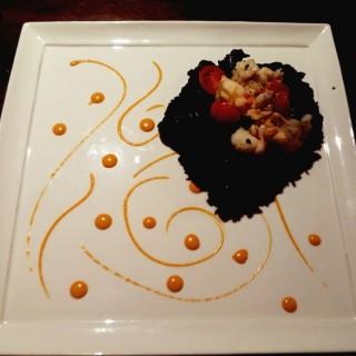 Lobster squid ink risotto with sea urchin sauce  - ใน尖沙咀 จากร้านOsteria Ristorante Italiano (尖沙咀)|ฮ่องกง