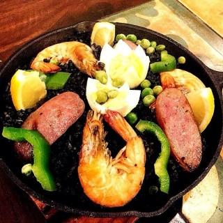 Paella Negra -  dari The Frazzled Cook (Tomas Morato) di Tomas Morato  Metro Manila