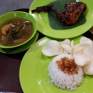 nasi uduk, ayam bakar, sayur asam -  dari Nasi Uduk Ibu Jum (Pantai Indah Kapuk) di Pantai Indah Kapuk |Jakarta