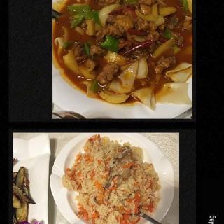 大盘鸡 / 手抓飯 - 位于的新疆红玫瑰餐厅 (三里屯) | 北京