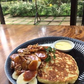 Salted Caramel Banana Pancake - Cimbeuluit's Miss Bee Providore (Cimbeuluit)|Bandung