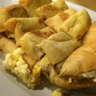 egg toast - 位于Muara Karang的Ropang Plus Plus (Muara Karang)   雅加达