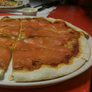 Smoked salmon pizza -  คลองเตยเหนือ / Big Mama Tapas Bar & Bistro (คลองเตยเหนือ) กรุงเทพและปริมลฑล