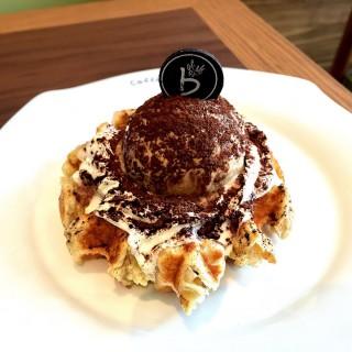 Tiramisu Walnut Waffle - Telok Blangah's Caffebene (Telok Blangah) Singapore