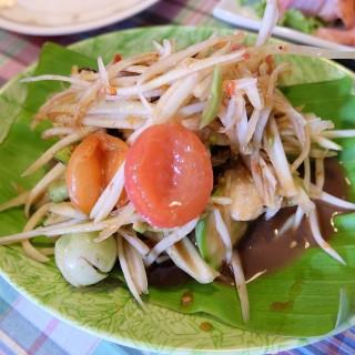 ส้มตำปูปลาร้า - 位于คลองตันเหนือ的น้อมจิตต์ไก่ย่าง (คลองตันเหนือ) | 曼谷