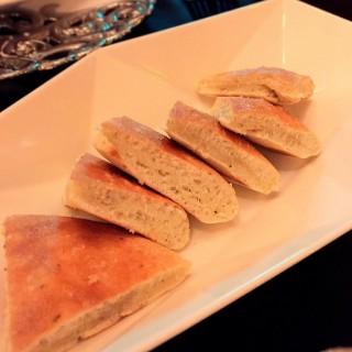 奶油特製蟹肉沾醬,現烤香料手工麵包 -  dari Diamond Tony's 101 PANORAMA Restaurant (信義區) di 信義區 |Taipei