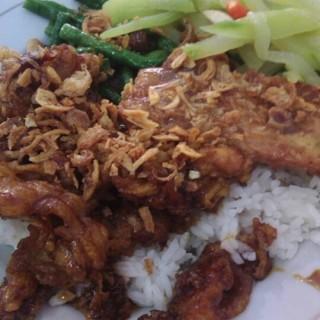 nasi ayam dan sayur - 位于Semarang Tengah的Rumah Makan Berkat (Semarang Tengah) | 三宝珑