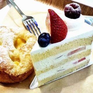 Strawberry Shortcake -  Orchard / Paris Baguette (Orchard)|Singapore