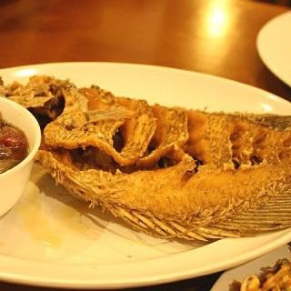 Ikan Gurame goreng kering - ในYogyakarta Tengah จากร้านRumah Makan Mang Engking (Yogyakarta Tengah)|Yogyakarta
