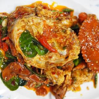 ปูไข่ผัดพริกขี้หนู -  dari แม่กลองหัวปลาหม้อไฟ (Dup.216707) (คลองขวาง) di คลองขวาง |Bangkok