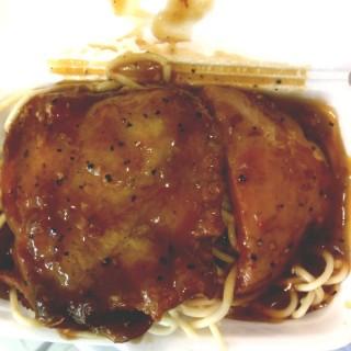 黑椒汁雞扒餐肉意粉(外賣) - 位於的銀都冰室 (香港仔) | 香港