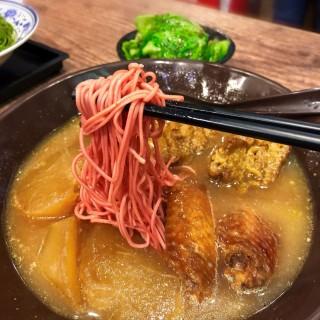 米糖鹵雞翼蘿蔔咖喱麵筋牛腩湯紅菜頭麵 - 位於太子的十六座車仔麵 (太子) | 香港