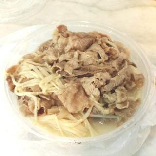 金菇肥牛豬骨湯飯 - 位於的大快樂餐廳 (香港仔) | 香港