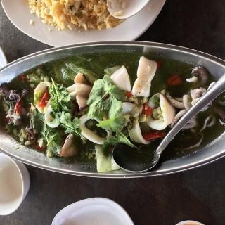 ปลาหมึกนึ่งมะนาว - 位於ทุ่งครุ的ครัวยกทะเลซีฟู๊ด (ทุ่งครุ) | 曼谷