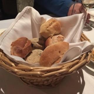 烤面包 - 位于三里屯的波尔塔西班牙餐厅 (三里屯) | 北京
