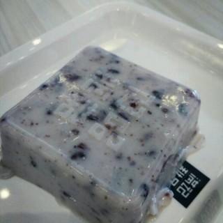 椰汁紫米糕 - ใน五角场 จากร้านHoneymoon Dessert (五角场)|Shanghai
