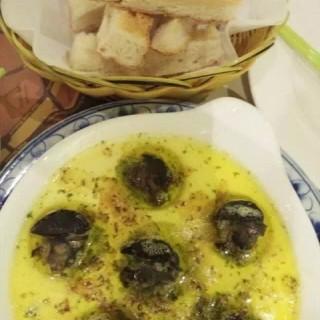 黄油蒜蓉焗蜗 - 位於什剎海的西贡在巴黎 (什剎海) | 北京