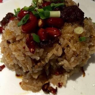 添丁添粒糯米饭团 - ใน静安区 จากร้านNoodle Artist (静安区)|Shanghai
