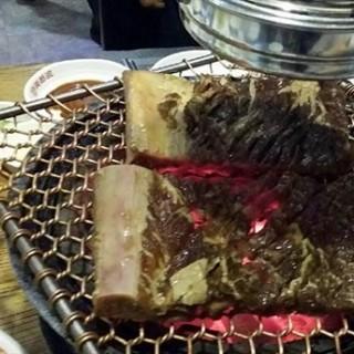 调味牛排肉 - 位于望京的美都波韩国烤肉 (望京) | 北京