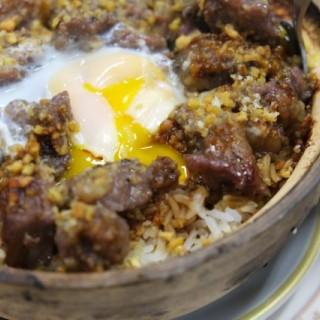蒜香牛頸脊煲仔飯+雞蛋 - Shau Kei Wan's 紹華小廚 (Shau Kei Wan)|Hong Kong