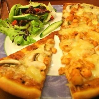 磨菇菠蘿芝士薄餅 - ใน西貢 จากร้านFirenze Italian Mediterranean Cuisine (西貢)|ฮ่องกง
