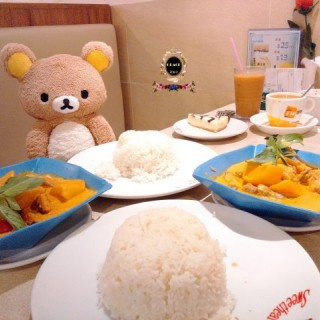咖哩雞球飯 + 咖哩豬軟骨飯 + 藍莓芝士蛋糕 + 凍/熱奶茶 - 位於觀塘的花園餐廳 (觀塘) | 香港