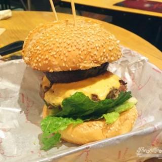 蘑菇芝士牛肉漢堡 - 位於銅鑼灣的Burgeroom (銅鑼灣) | 香港