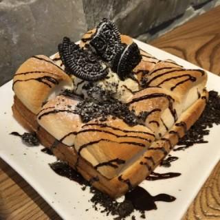 亞朱媽年糕多士和雪糕大戰烤棉花糖和奧利奧 - 位於西環的Seoulmate Cafe (西環) | 香港