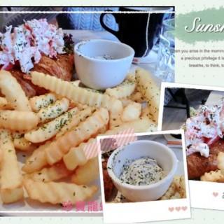 珍寶龍蝦仔牛角酥配薯角 - 位於大坑的The Pudding Nouveau (大坑) | 香港