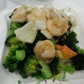 蝦球花枝片西蘭花 - 位於柴灣的翠河餐廳 (柴灣) | 香港