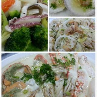 西蘭花炒鮮魷,花鵰蛋白蒸蟹,咸魚雞粒炒飯,蒸扇貝 - 位於鴨脷洲的海港食家 (鴨脷洲) | 香港