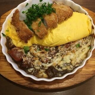 (午餐)咖哩芝士吉列黑豚焗蛋包飯 - 位於銅鑼灣的盛八食堂 (銅鑼灣) | 香港