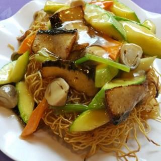 翠玉瓜鰻魚炒麵 - 位于旺角的觀自在素食 (旺角) | 香港