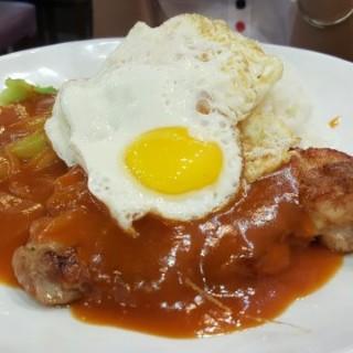 洋蔥汁雞扒煎蛋飯 - 位於屯門的廚房佬餐廳 (屯門) | 香港