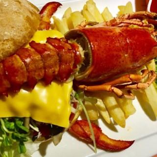 原隻波士頓龍蝦漢堡套餐 - 位於佐敦的Bigger Burger Cafe (佐敦)   香港