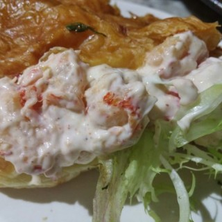 珍寶龍蝦仔牛角酥配薯條 - 位於大坑的The Pudding Nouveau (大坑) | 香港