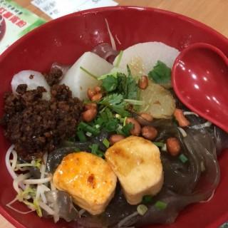 魚腐蘿蔔紅薯粉撈秘制醬 小辣 - 位於紅磡的新川美食 (紅磡) | 香港