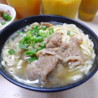 上湯牛腩伊麵 - 位於中環的九記牛腩 (中環)   香港