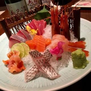 刺身拼盤 - 位於銅鑼灣的花見日本料理 (銅鑼灣) | 香港