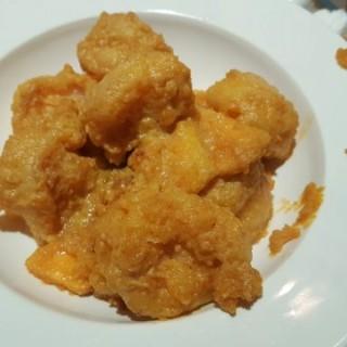 黃金蝦球 - 位於荃灣的龍門一番 上海·紫砂燉湯 (荃灣) | 香港