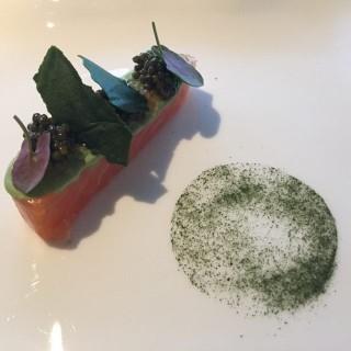 Cured salmon with Kaluga caviar  - 位於尖沙咀的ÉPURE (尖沙咀) | 香港