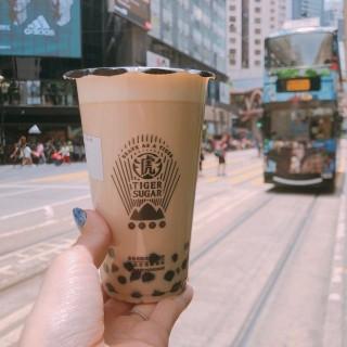 虎虎生風波霸珍珠厚鮮奶 - ใน銅鑼灣 จากร้านTiger Sugar (銅鑼灣)|ฮ่องกง